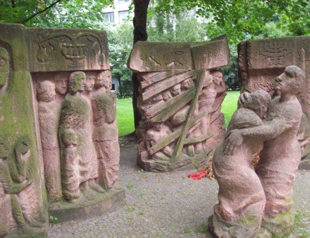 אנדרטת מחאת הנשים - הטיול היהודי - הטיולים של נדב בברלין