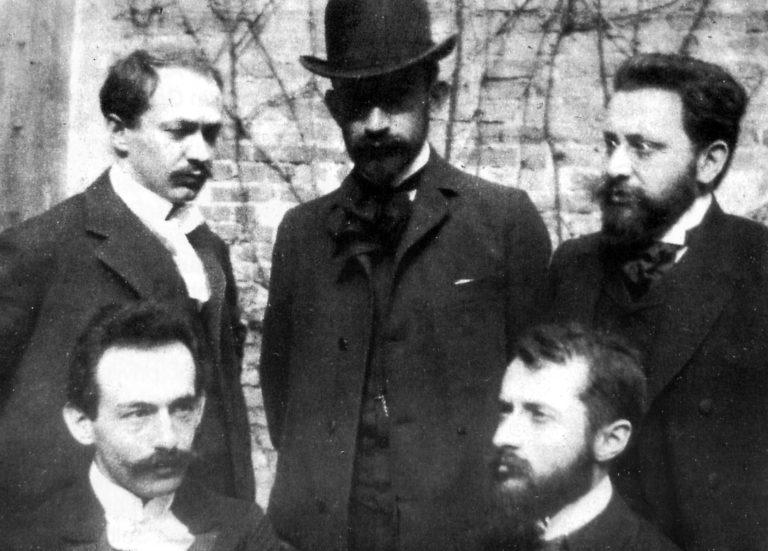 מייסדי הוצאת הספרים : למעלה משמאל אפרים משה ליליין וחיים ויצמן (עם הכובע). למטה מימין: מרטין בובר.