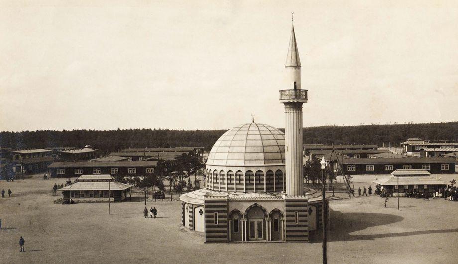 """המסגד הראשון בגרמניה: במחנה שבויים ליד """"העיר הצבאית"""""""
